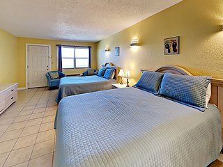 123SB; 1BR Efficiency, 2 Queen Beds, Full Kitchen, 1 Block to Beach