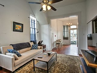 NEW! New Orleans Apt -2 Blocks to Mardi Gras Route