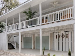 NEW LISTING! Upscale home two blocks from the ocean, w/free WiFi & covered deck!