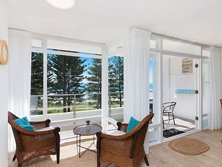 Rainbow Pacific Unit 9 - Right on the beach in Rainbow Bay Coolangatta Gold Coas