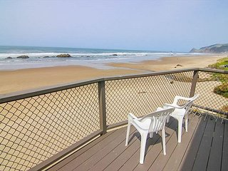 Magnificent Oceanfront Views One Block from Casino in Lincoln City!