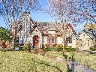 Texas Tudor - Heart of Dallas & ALL the EXTRAS!