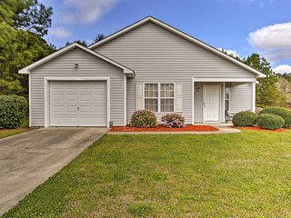 NEW! Quaint Home w/ Yard - 15 Min to Wilmington!