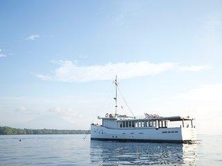 Splendour Charters, Raw Luxury Pleasure Yacht