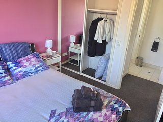 Echuca Moama Holiday Accommodation 2 - 500m off main street, salt pool, sleeps 8