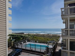 Cute oceanfront 2 bedroom with a pool!