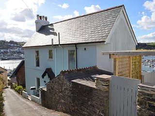 Chapel House - Stunning River Views - Parking Included