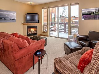 All-Suite 3BR w/ Hot Tub, Private Deck & Patio - Enjoy Views of Byers Peak