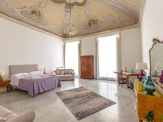 Casa degli Affreschi a Palazzo Lungarini