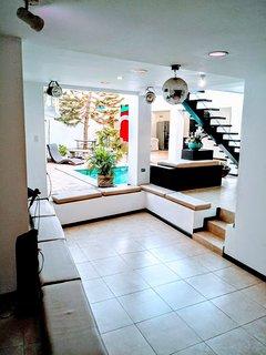 Todas las areas de la casa se integran convirtiendo la casa en un solo espacio donde todos comparten