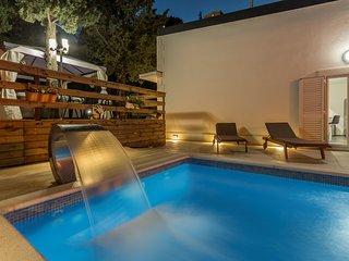 Villa Silver Split – Luxurious villa with pool near center of Split