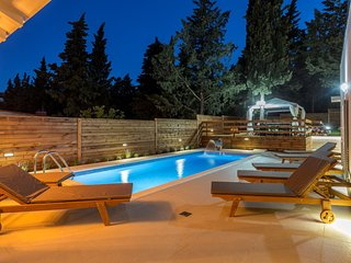 Villa Silver Split – Luxurious villa with pool near center of Split