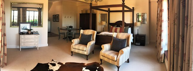 The Dargle Suite - Beautiful open plan suite with fully equipped kitchen.