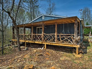 Summerville Cabin w/ Private Creek/Blue Hole!