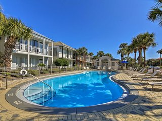 NEW! Destin Condo w/ Lake View - Steps to Beach!