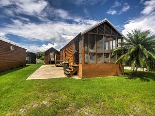 NEW! Cozy Everglades City Studio Cabin w/Boat Slip