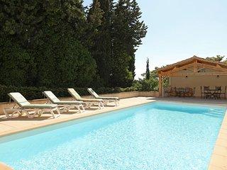 Les Oliviers, luxury villa sleeps 8, heated pool and air-con, walk to village.