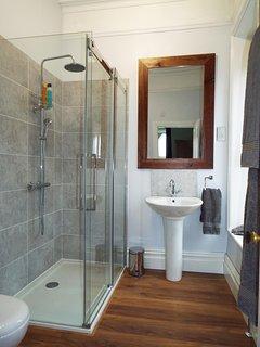 The en-suite for bedroom 1