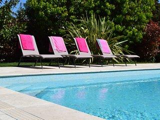 La Cride - 3 bedroom house in great garden, private heated pool, close to sea