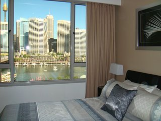 Sydney Skyline Views: Best location in Sydney! Free WiFi, 3 bdr, pool.
