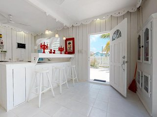 Lovely ground-level studio near the water - live the island lifestyle!