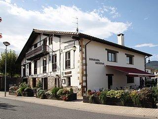 Habitacion Blanca en Casa Rural BARAZAR Zubieta (Donostia San Sebastian)