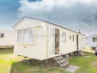 8 Berth caravan in Wild Duck Haven Holiday Park near Great Yarmouth. REF 11019AC