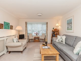 N.Oxford, ground floor apartment with parking
