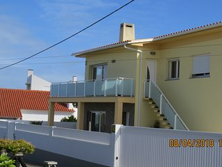 Apartment T2 for holidays in Santa Cruz with sea view