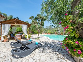 Villa Georgina (Nr Gaios) Sleeps 2-4 with sea views and pool