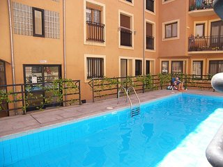 Apartamento amplio en edificio con piscina en centro historico de Salamanca.