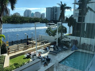 Spacious 1 BR Water View Apartment, up to 6 guest, block away from the beach