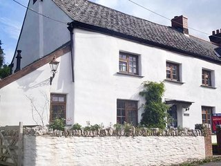 BERRYNARBOR CASTLE HILL COTTAGE | 3 Bedrooms