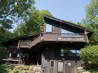 Hawk Landing - Wonderful 3 bedroom home located in the mountains of Pittsfield