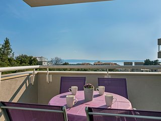Value For Money - Close To Beach - Sea view!!