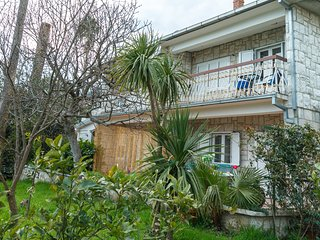 House with green private garden and BBQ just 100m to the beach
