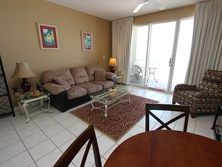 Gulf view condo on steps from the beach!! Indoor/outdoor pool, fitness, & hottub