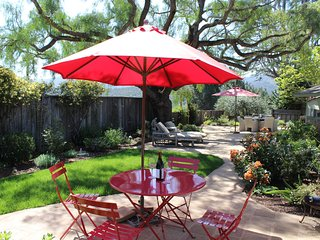 'Pepper Tree Cottage' Panoramic Views of Carmel Valley, Walking Distance to the