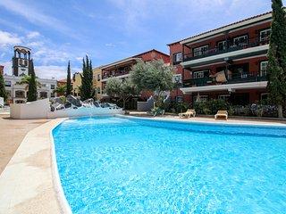 Estiloso apt con piscina y parking! Ref. 239166