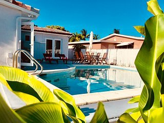 Mid Century and Contemporary Design/Fully Renovated open Layout/Private pool