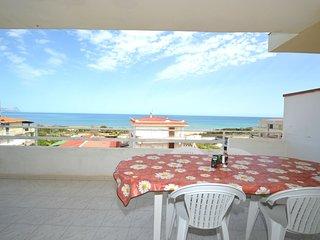 AL073 Appartamento 9 posti 50 metri spiaggia con spettacolare vista mare
