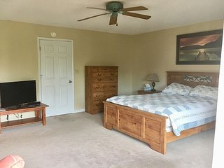 NEWLY listed Shore Drive Area Town home, walk to the beach, WIFI, Pool!