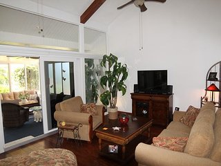 St. Augustine Beach and Tennis, # 2, Steps to Beach, 2 Pools, WIFI, Sleeps 7