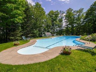 Ski-in/ski-out home w/ seasonal pool, sauna, perfect for large families!