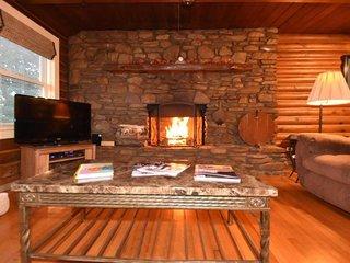 Log Home , fireplace,hot tub, pool