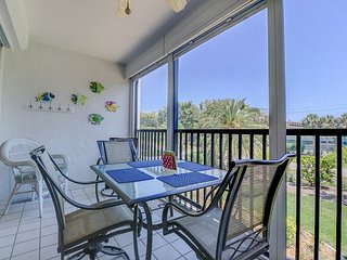 Sandpebble 2E: Beautifully Updated Island Condo Right Across From The Beach!