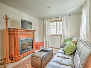 'Canyon Loft'  Leavenworth Apt w/ Hot Tub & Views!