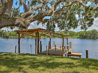 NEW! Updated Osteen Home w/Dock on St. Johns River