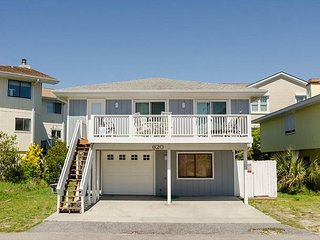Perfect single family cottage on a quiet cul-de-sac one block from pier
