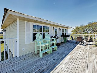 Elevated 3BR Cottage w/ Mobile Bay Views, Large Deck & Beach Access